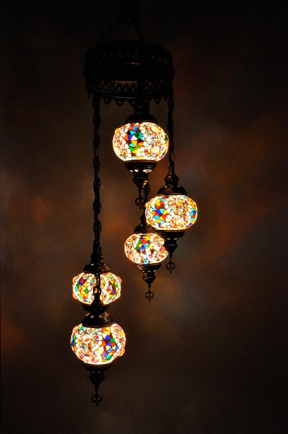 Lampe turque suspendue avec 5 globes mosaïque en spirale