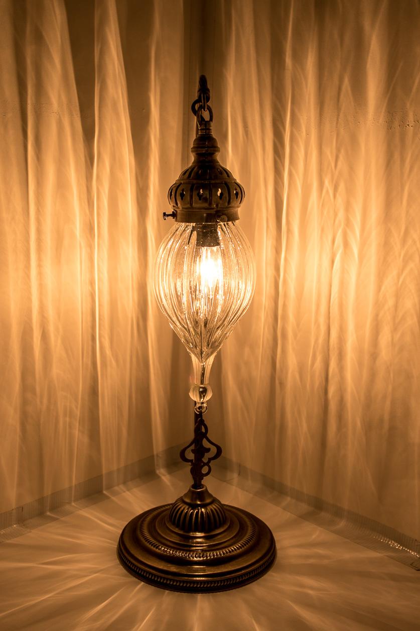 Lampe de table à col de cygne avec perle de pyrex soufflé