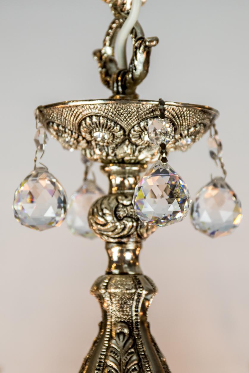 Lustre argent de style italien à 8 branches orné de cristal facetté