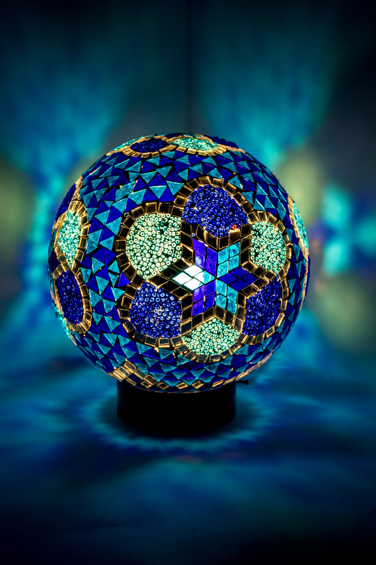 Moyenne lampe de table boule de mosaïque