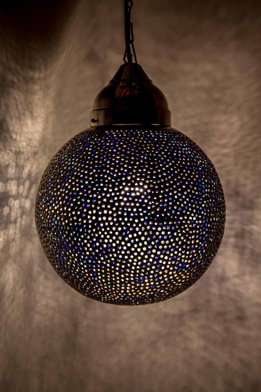 Lampe suspendue sphère bleue