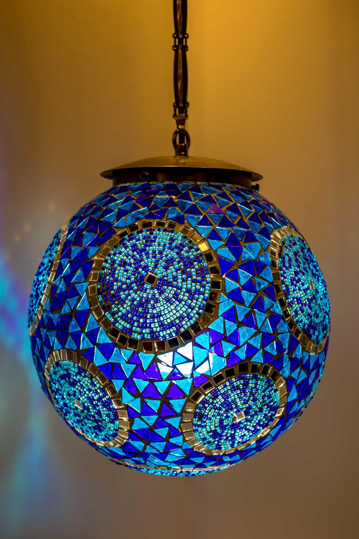 Petite lampe suspendue boule de mosaïque