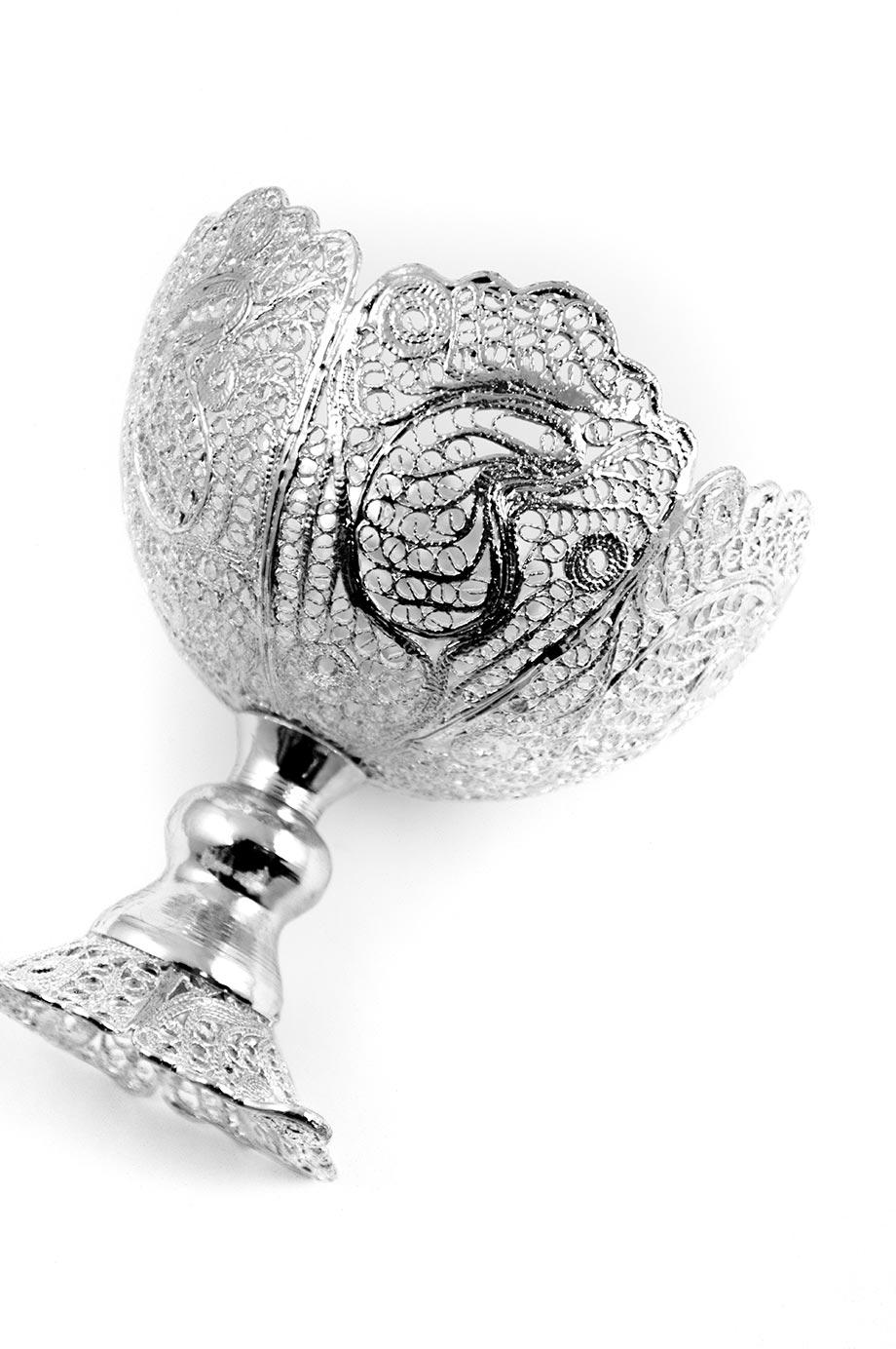 Petite bonbonnière en forme de calice