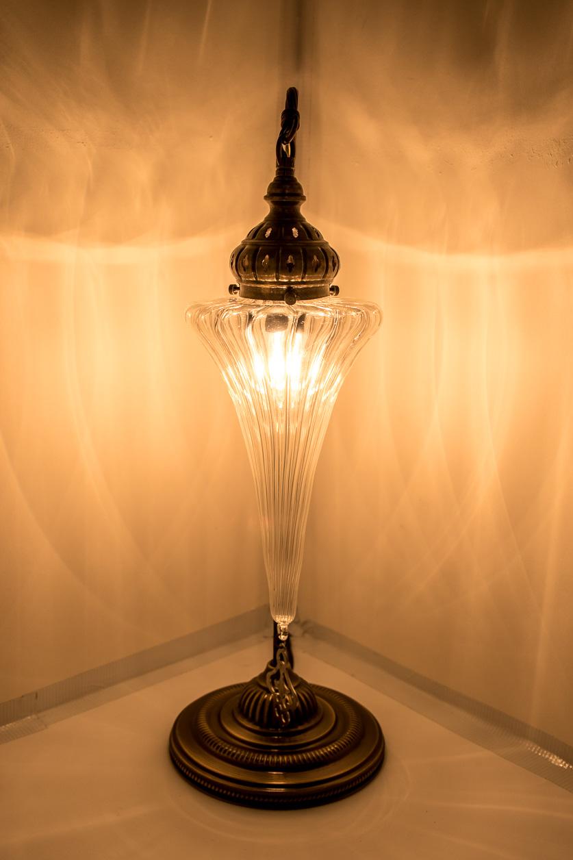 Lampe de table à col de cygne avec globe de pyrex soufflé Art déco