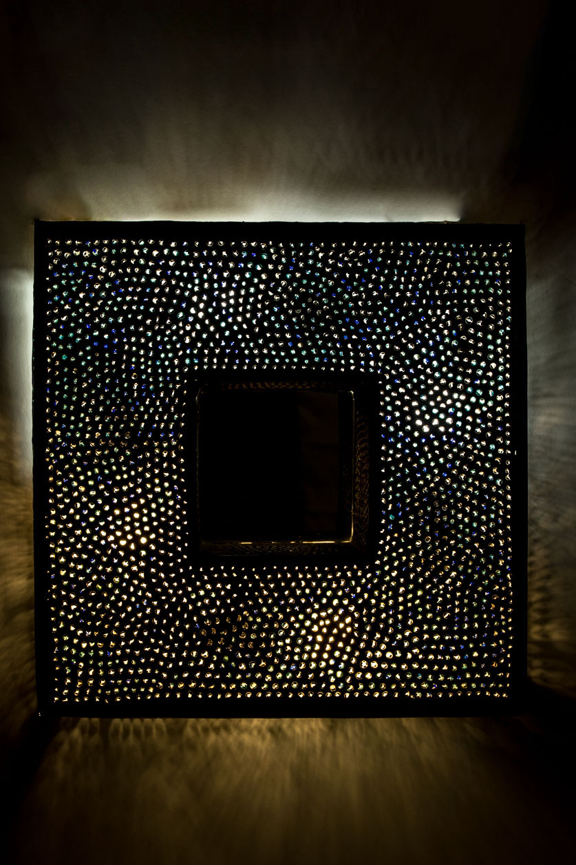Petit miroir carré rétroéclairé avec incrustation de billes