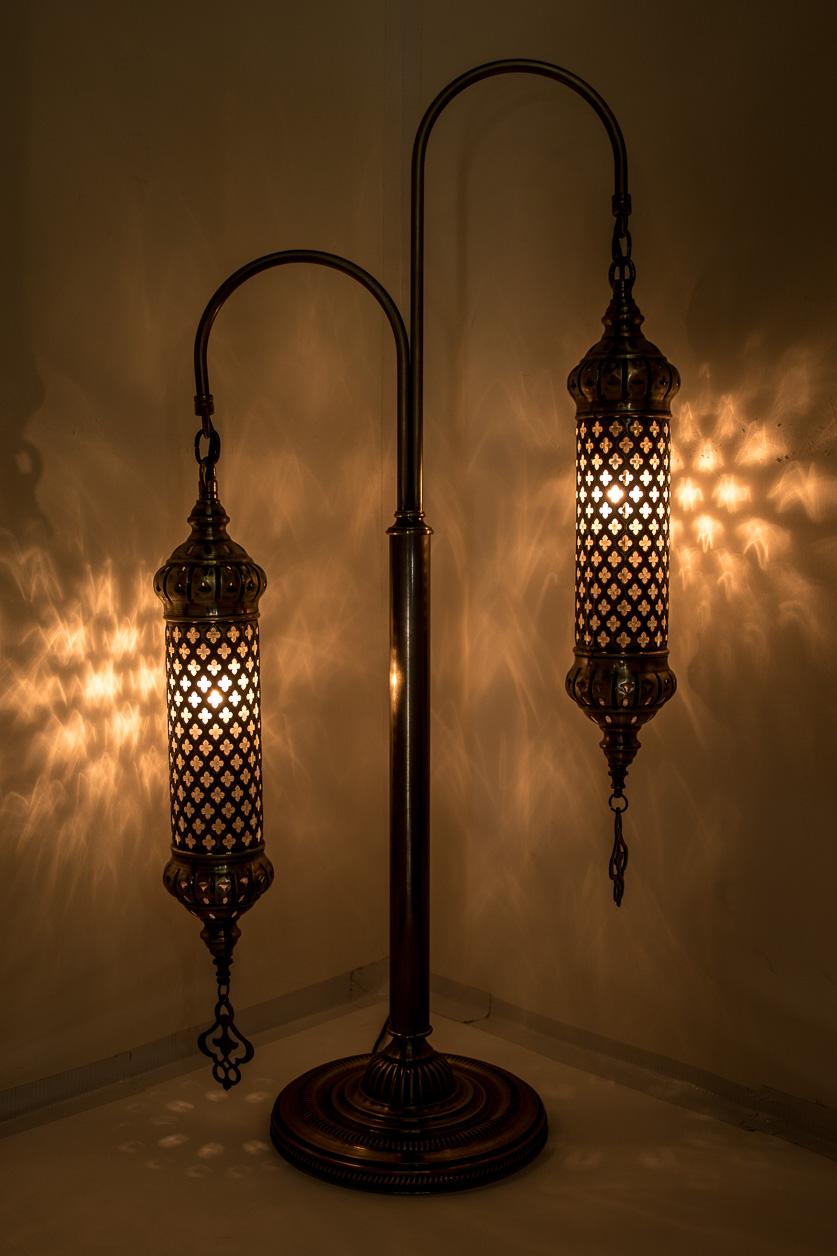Lampe de table à double cols de cygne avec lampions texturés de pyrex soufflé