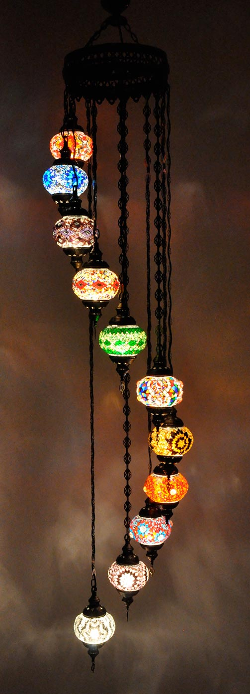Lampe turque suspendue avec 11 globes mosaïque en spirale