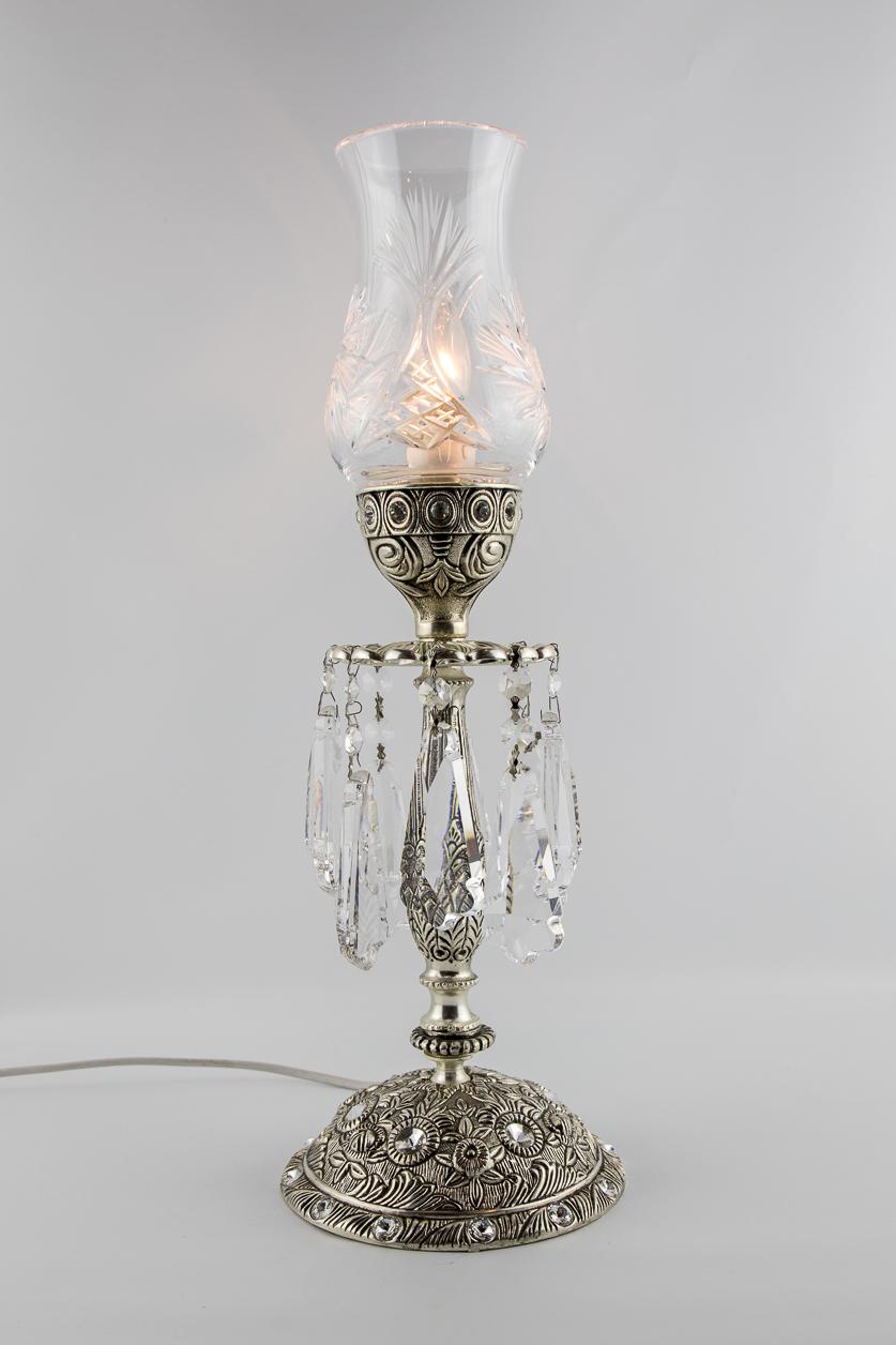Lampe de table de style italien avec verre ciselé ornée de 8 larmes de cristal facetté