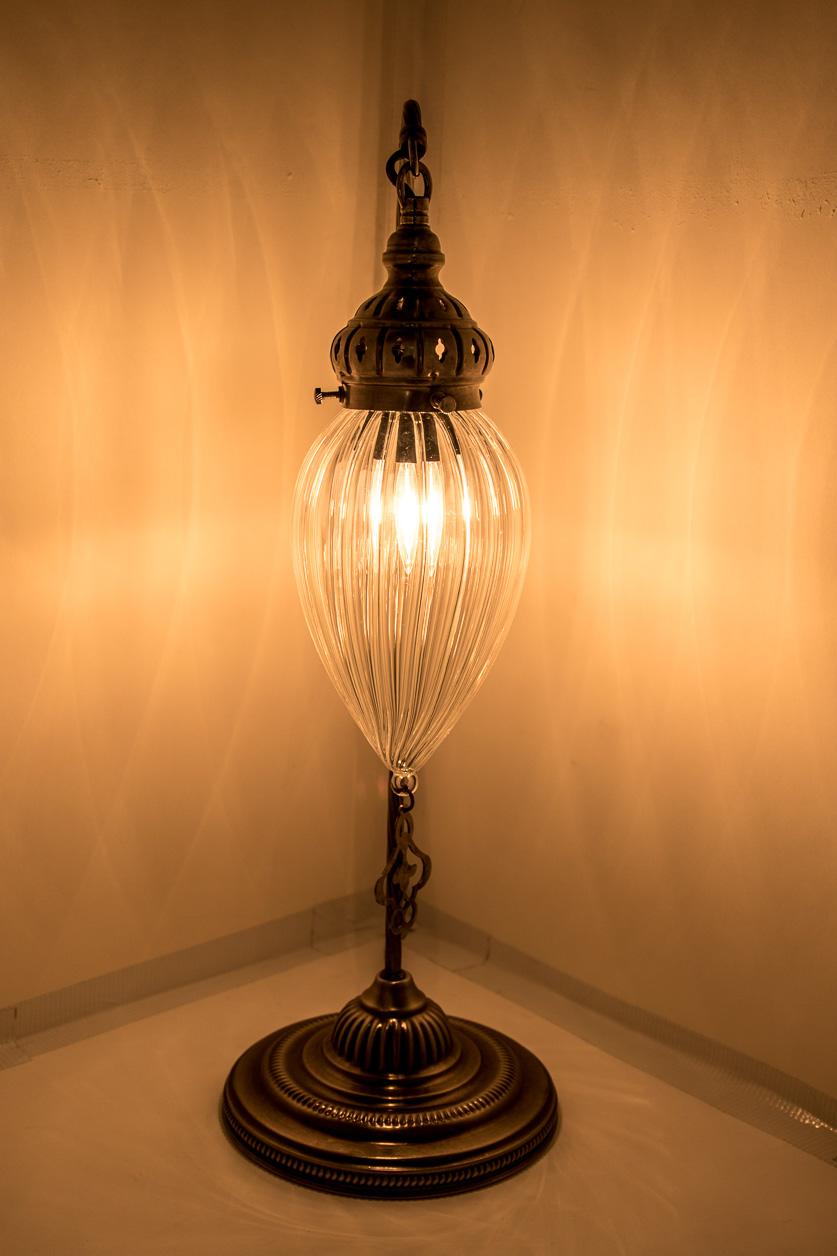 Lampe de table à col de cygne avec larme de pyrex soufflé